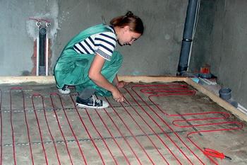 Крепление резистивного нагревательного кабеля к направляющим осуществляется поверх стяжки и теплоизоляционного слоя в соответствии с монтажной схемой